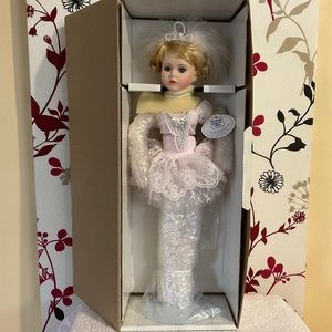 🌟💥🌟 OFFERS WELCOME 🌟💥🌟The Heritage Heirloom Collection ballerina doll